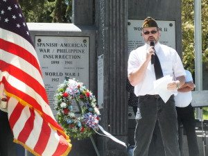Garrett Estrada Photo  Ed Sturges of the Veterans of Foreign Wars gives a speech in front of the WWII memorial to a crowd on Memorial Day.
