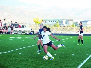 Tainui Brewster makes a pass during White Pine's home 4-1 home loss against North Tahoe on Sept. 19. (Garrett Estrada photo)