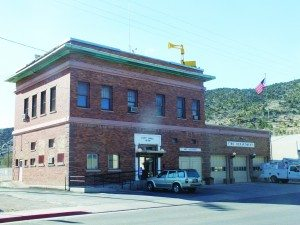 The question of what to do with the city's 107-year-old City Hall building remains as one of the hot topics heading into the primary. (Garrett Estrada photo)