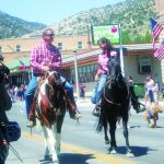 Veterans get big hand from parade spectators