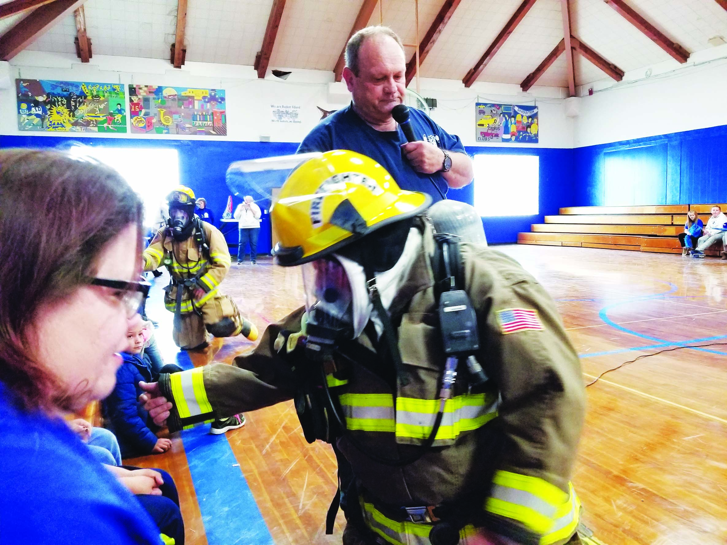 Volunteers show students how to react to fires